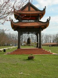 Plum Village is a group of hamlets in southern France where Zen Master Thich Nhat Hanh lives with his monks and nuns. This article is about my visit there in 2006. Enjoy!