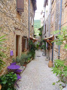 Tourrettes sur Loup ~ Provence ~ France. Pour ses ruelles et sa spécialité:la violette(couleurs, glace, parfum...)