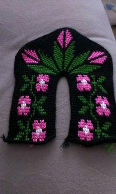 Crochet Baby Sandals, Cross Stitch, Beanie, Knitting, Crafts, Tunisian Crochet, Espadrilles, Slippers, Punto De Cruz
