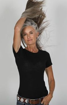 Two months in and Kerahealth might be doing what it says on the tin. Thank you Monica and Remy for the stunning shots. Long Gray Hair, Grey Hair, Silver Haired Beauties, Coiffure Hair, Older Beauty, Pelo Bob, Advanced Style, Ageless Beauty, Going Gray