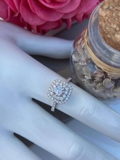 Bague en or blanc avec diamants et halo carré Halo, Wedding Rings, Engagement Rings, Jewelry, Engagement Ring, Bangle Bracelet, Wedding Ring, Enagement Rings, Jewlery