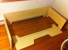 DIY Projects: DIY Toddler bed with birch plywood Toddler Floor Bed, Diy Toddler Bed, Montessori Bed, Diy Nightstand, Bed Tent, Diy Bed Frame, Childrens Beds, Small Furniture, Plywood