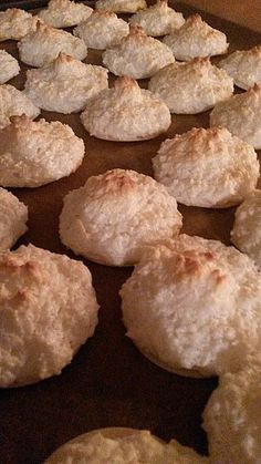 Juicy coconut macaroons from Fipsfips Banana Pudding From Scratch, Banana Pudding Cheesecake, Southern Banana Pudding, Homemade Banana Pudding, Banana Pudding Recipes, Protein Desserts, Muffins Sains, Dairy Free Hot Chocolate, Eating Bananas