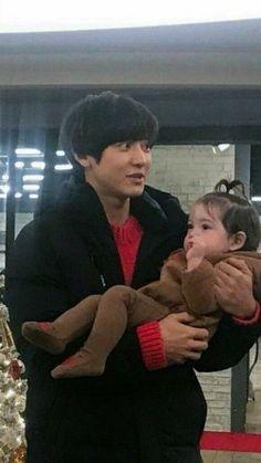 Chanyeol with Gunhoo giant baby carrying real baby . Baekhyun, Chanyeol Cute, Park Chanyeol Exo, Kpop Exo, K Pop, Baby Park, Music Genius, Kpop Memes, Kim Minseok