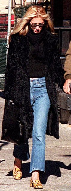 Carolyn Bessette-Kennedy: A Style Icon John Kennedy Jr, Carolyn Bessette Kennedy, Jfk Jr, Black Faux Fur Coat, Leopard Shoes, Julia Restoin Roitfeld, Mode Inspiration, Sofia Coppola, 90s Fashion