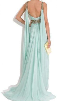 looks like the dress worn by Daenerys  Targaryen in #GameofThrones Seafoam Grecian Gown / Marchesa