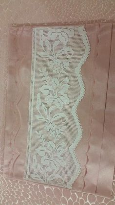 This Pin was discovered by Zey Crochet Table Runner, Crochet Tablecloth, Crochet Doilies, Hand Crochet, Free Crochet, Crochet Bedspread Pattern, Crochet Curtains, Crochet Boarders, Crochet Lace Collar