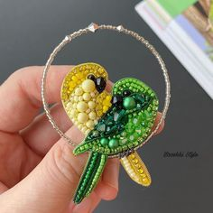 Beaded Jewelry Designs, Bead Jewellery, Jewelery, Bead Embroidery Jewelry, Beaded Embroidery, Jewelry Crafts, Jewelry Art, Seashell Jewelry, Beaded Brooch