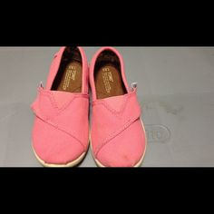 Youth TOMS Classic Pink Tiny TOMS size 8.5. Slightly dirty at the toe but worn only twice. Great condition. TOMS Shoes Flats & Loafers