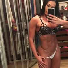 Gracyanne Barbosa baixa a calcinha em vídeo para provar que não usa photoshop (Foto: Reprodução/Instagram)