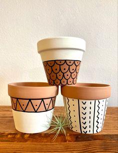 Painted Plant Pots, Painted Flower Pots, Pots D'argile, Clay Pots, Home Crafts, Diy Crafts, Craft Day, Terracotta Pots, Plant Decor