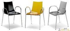 Scab Design Zebra Braccio AS stoel - De Scab Design Zebra Braccio AS is een designstoel gemaakt van recyclebaar polycarbonaat. De Zebra Braccio AS is een zeer stevige en stabiele stoel en is daarnaast stapelbaar tot 4 stuks. De designstoel met armleuningen is verkrijgbaar bij Zooff in zeven verschillende modellen.