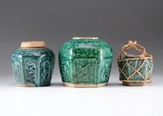A lot of three lovely early century vintage Chinese earthenware ginger jars. Each has six sides adorned with low relief floral designs, and a green glaze to the exterior sides but not the inte. Six Sides, Online Estate Sales, Glazing Techniques, Ginger Jars, Earthenware, Glaze, Floral Design, Decorating Ideas, Chinese