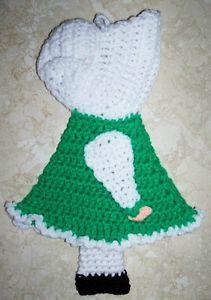 simple st patricks day crocheting   ST. PATRICK'S DAY SUNBONNET SUE DOLL POTHOLDER, Crochet, Green & White ...