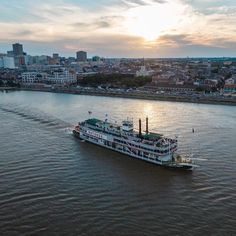 """Natchez on the Mississippi"" New Orleans LA #nola#neworleans#followyournola#alwaysneworleans#neworleansonthemap#itsyournola#mississippiriver#natchez#steamboat#steamboatnatchez#downtownNOLA#frenchquarter#river#sunset#travel#explore#iamdji#travelgram by bryceellphoto"