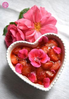 Safran-Grießauflauf mit Erdbeer-Geranien-Kompott - sugar&rose Citronella, Strudel, Regional, Acai Bowl, Breakfast, Food, Strawberries, Geraniums, Baby Meals