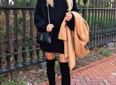 casual winter dresses best outfits to wear in Florida - Florida luxury waterfront condo Cool Outfits, Summer Outfits, Emerald Dresses, Grey And Coral, Florida Home, Summer Colors, Elegant Woman, Winter Dresses, Skater Skirt