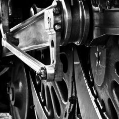 Wheels of the Daylight steam engine.