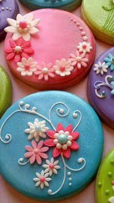 Fondant flower cookies / ok not cake but they resemble a cake sort of Fancy Cookies, Iced Cookies, Cute Cookies, Cupcake Cookies, Sugar Cookies, Easter Cookies, Cupcake Toppers, Elegant Cookies, Sweet Cookies