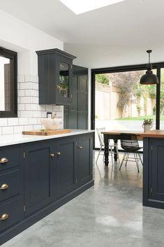 Beautiful kitchen backsplash with dark cabinets decor ideas (52)