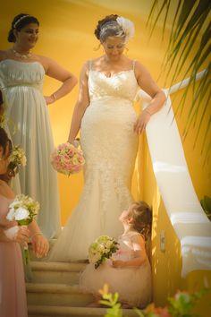#beachwedding #outdoorwedding #weddingpics #weddingphoto #flowergirl
