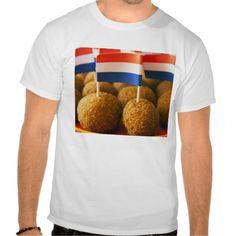 T-shirt met bitterballen en de Nederlandse vlag. Beschikbaar in diverse maten en kleuren. Zo ook voor mannen, vrouwen en kinderen. Daarnaast kunt u - naar behoefte - zelf tekst toevoegen.