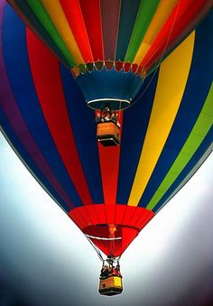Quechee VT Balloon Festival There is absolutely nothing to compare to a hot air balloon ride. Air Balloon Rides, Hot Air Balloon, Asa Delta, Big Balloons, Rainbow Balloons, Colourful Balloons, Air Ballon, Air Ride, Color Of Life