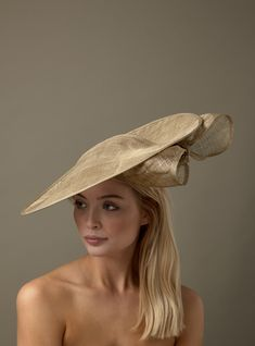Hostie Hats offer a stunning range of Ascot hats so you can be sure to find a hat to match your outfit. Ladies Day Outfits, Wedding Hats For Guests, Wedding Ideas, Mother Of The Bride Hats, Fascinator Hats, Fascinators, Millinery Hats, Gold Hats, Cheap Boutique Clothing