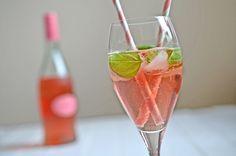 Cocktail Paul mit Holunderblütensirup, Basilikum und rotem Secco - der Kumpel von Hugo