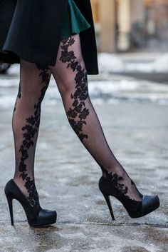Great hosiary, black shoes!