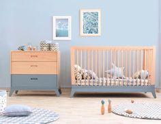 Le tapis de sol écailles - Bleu Nobodinoz est idéal en tapis de parc ou tapis de sol pour protéger bébé des chocs.