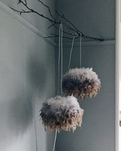 Create a unique ombre-effect feather light shade using just an inexpensive lamp shade and a few tea bags in this easy-peasy DIY. Feather Light Shade, Feather Lamp, Unique Lamps, Unique Lighting, Lamp Shades, Light Shades, Best Desk Lamp, Kitchen Chandelier, Bedroom Lamps