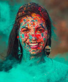 Make The Most of Holi With These Stunning Outfit Ideas Mach das Beste aus Holi mit diesen atemberaubenden Outfit-Ideen Holi Festival Of Colours, Holi Colors, Holi Photo, Holi Powder, Cute Photography, Festival Photography, Festival Image, Happy Holi, Outfit Trends