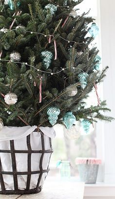love this basket for the Christmas tree!