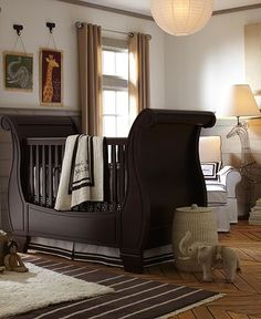 Isn't this crib gorgeous? I saw it in the Pottery Barn magazine and just stopped and stared.   A little above my price range though... ;)    http://www.potterybarnkids.com/room/rom/romnur/romnurmax/