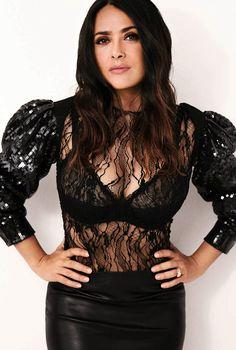 This woman is Selma Hayek sexy. Elle Magazine, Salma Hayek Body, Lingerie Look, Salma Hayek Pictures, Female Movie Stars, Models, Female Form, Gorgeous Women, Beautiful Body