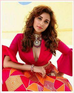 Indian Bollywood Actress, Indian Actress Hot Pics, Beautiful Bollywood Actress, Indian Actresses, Gigi Hadid Victoria Secret, Snake Girl, Parineeti Chopra, Hollywood Actresses, Indian Beauty
