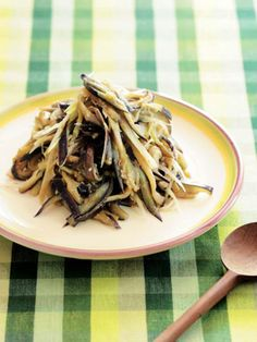 ただの味噌炒めと思うなかれ。隠し味は、香味野菜のみょうが。|『ELLE gourmet(エル・グルメ)』はおしゃれで簡単なレシピが満載!