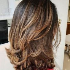 Awesome Medium Length Hairstyles 2020 - Pretty Hottest Shoulder Length Haircuts Part 26 Haircut Parts, Layered Haircuts For Women, Medium Layered Hair, Medium Hair, Medium Long, Easy Hairstyles, Brown Hairstyles, Layered Hairstyles, Shoulder Length