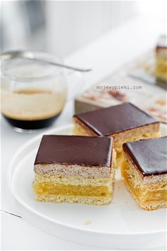 Shortbread with apple filling and hazelnut cream topped with chocolate ganache