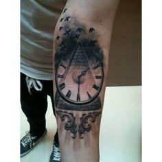 Pyramid, clock, birds... excelent work!!!