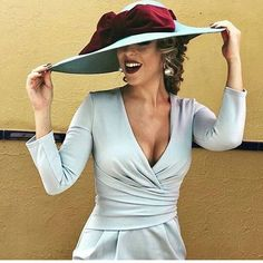 Wedding Planner (@lola_salvadorv) • Fotos y videos de Instagram Classy Outfits, Chic Outfits, Stylish Hats, Mother Of The Bride, Work Wear, Style Me, Wrap Dress, Street Style, Celebrities