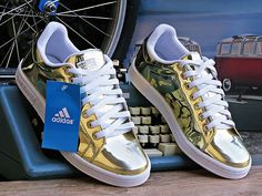 best loved 3a50d 50f3c Tênis Adidas Stan Smith Dourado Unissex. Inovando e reinventando seus  clássicos, a adidas apresenta