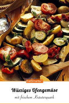 Here delicious oven vegetables combine with fresh herb curd for a delicious lunch or dinner eatsmarter.de # oven vegetables Here delicious oven vegetables combine with fresh herb curd for a delicious lunch or dinner eatsmarter. Healthy Cooking, Healthy Dinner Recipes, Healthy Snacks, Vegan Recipes, Oven Vegetables, Grilling Recipes, Vegetable Recipes, The Best, Food And Drink