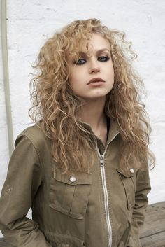 I picture Alyssa to look a lot like Penelope Mitchell!
