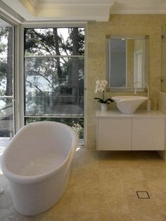 What a view! Kalla #bathtub and Kalla Short #basin by #MastellaDesign were chosen for this fantastic #villa in #Australia  #Sidney #bathdesign #designbasin #spotted #aroundtheworld #designbathtub #landscape #ocean