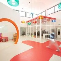 Lodève Childcare Center By A+Architecture Preschool Set Up, Preschool Classroom, Daycare Rooms, Kids Daycare, Daycare Design, School Design, Learning Spaces, Learning Centers, Big Toy Box