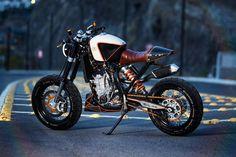 KTM 450 Street Tracker by Vitium #motorcycles #streettracker #motos | caferacerpasion.com