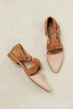 Georgia Halbschuhe - anthropologie.com Sock Shoes, Shoes Uk, Cute Shoes, Shoes Sandals, Me Too Shoes, Shoe Boots, Flat Shoes, Flat Sandals, Ankle Boots