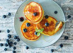 Dieses Protein Pancakes Rezept ist für Leckermäler, die nackt gut aussehen wollen. Die Zubereitung der Eiweiß Pancakes ist kinderleicht, die Zutaten bekommst Du überall. Etwas Proteinpulver ist nötig.